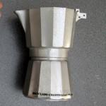 Florero con cafetera italiana