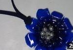 Cómo realizar un colgante con forma de flor para un collar - Necklace with plastic bottle pendant recopilación regalos día de la madre Reciclado Creativo http://www.youtube.com/watch?v=2o4dbsHZIaE