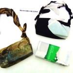 Bolso con dos foulards y un brick de cartón de leche. Bolsito fardo sofisticado