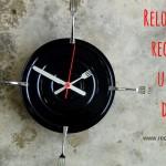 Reloj con lata de atún de hojalata reciclada
