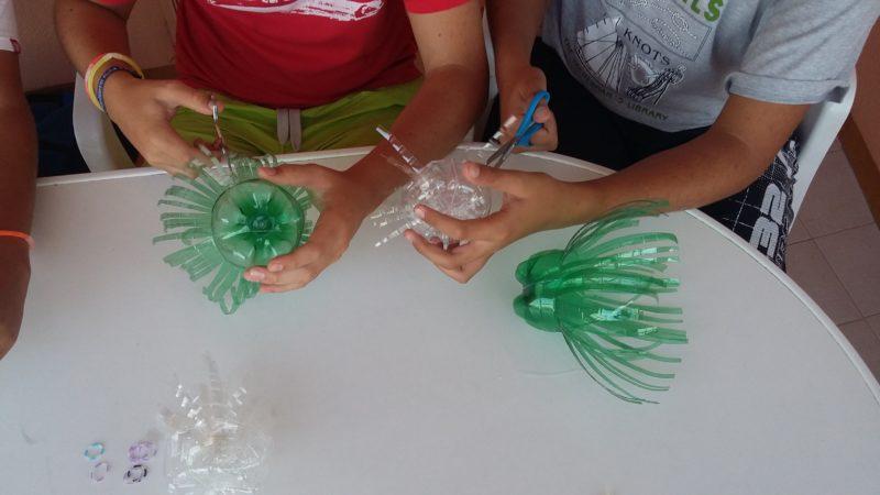 Medusas con botellas de plástico reciclado creativo
