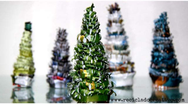 Árbol de Navidad con papel reciclado