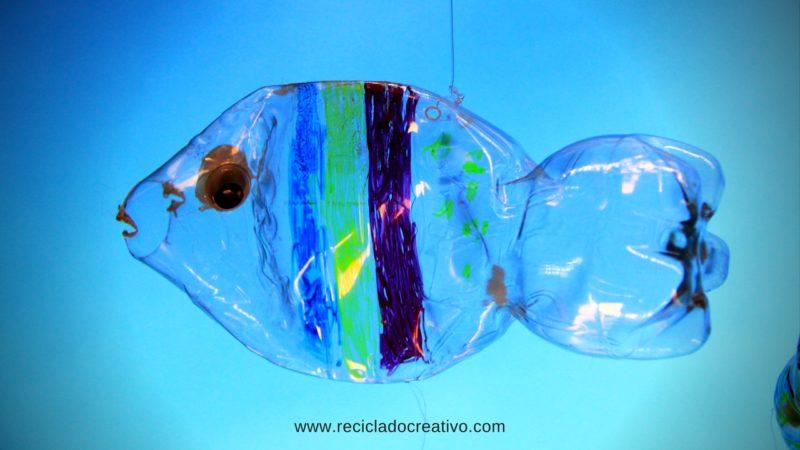 M vil con peces hecho con botellas de pl stico for Plastico para estanques de peces