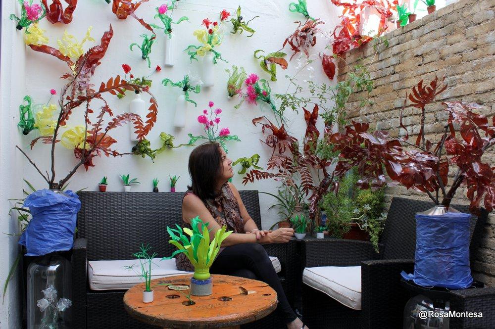 En el patio de Coworking Valencia. Rosa Montesa