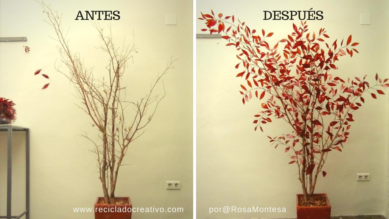 Árbol con botellas de plástico y ramas secas