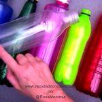 Mariposas con botellas de plástico de colores