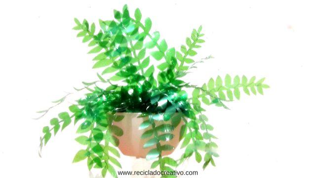 Cómo hacer hojas de plantas con botellas de plástico