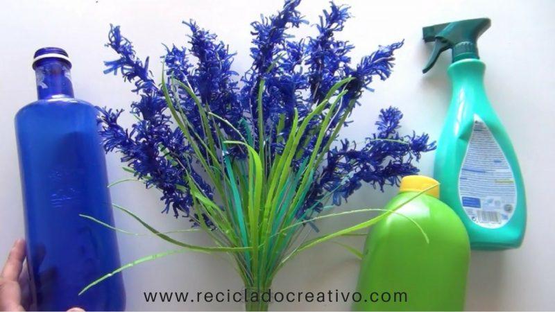 Flores de lavanda realizadas reciclando botellas de plástico.