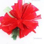 Taller de flores de Navidad hechas con bolsas de plástico de color rojo