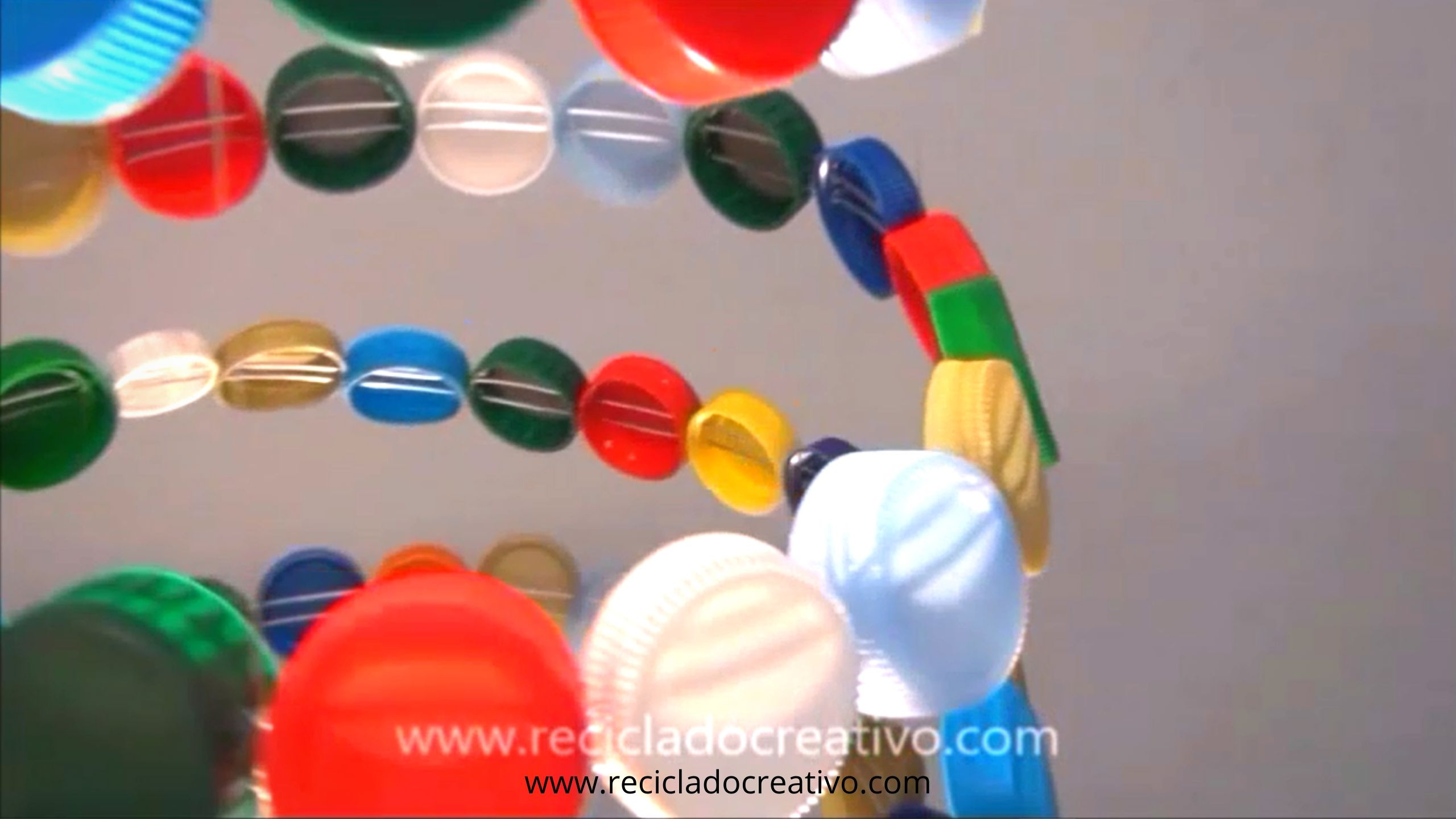 Árbol con tapitas de botellas de plástico #recicladocreativo