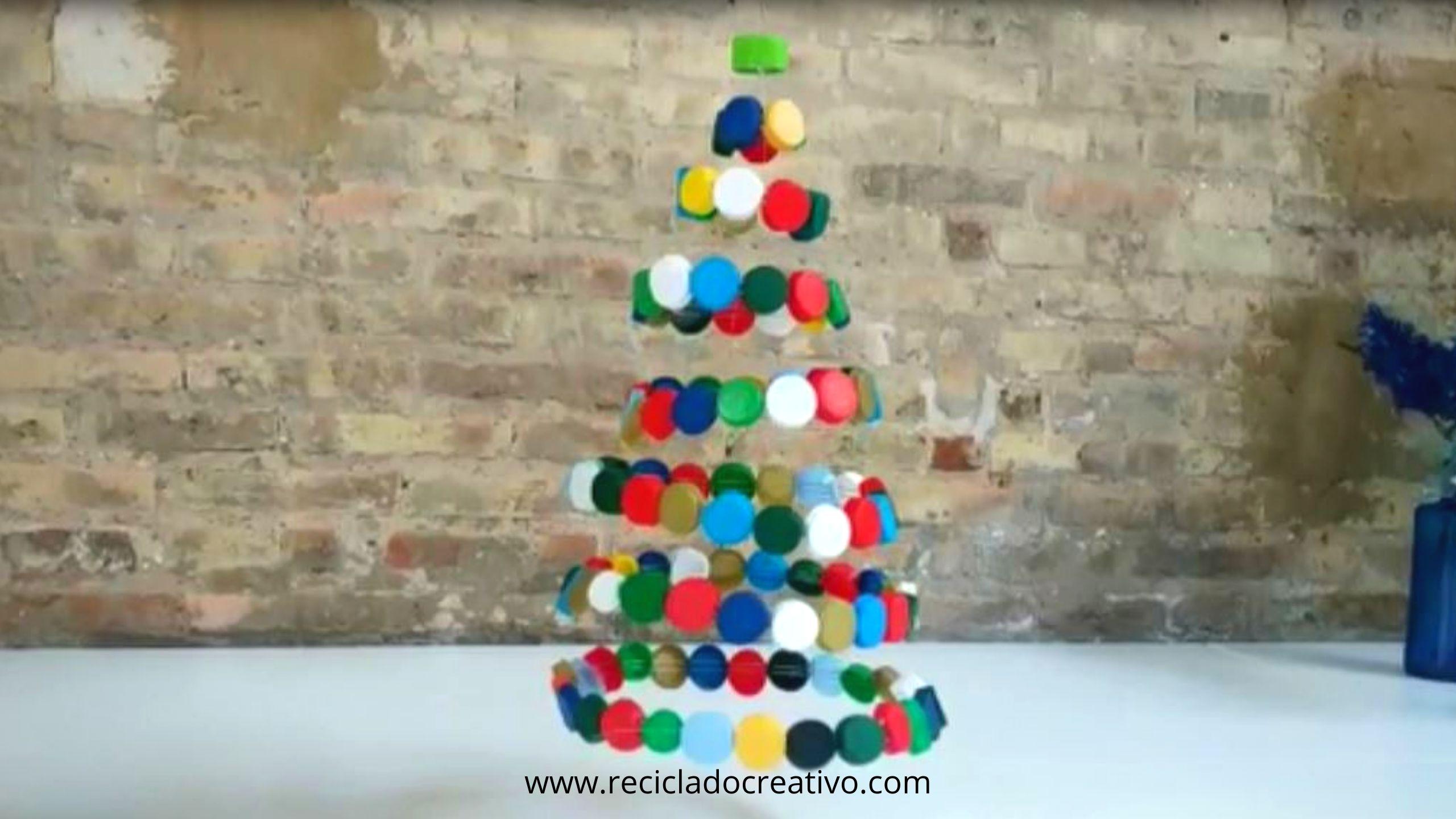 Árbol con tapitas de botellas de plástico #recicladocreativo
