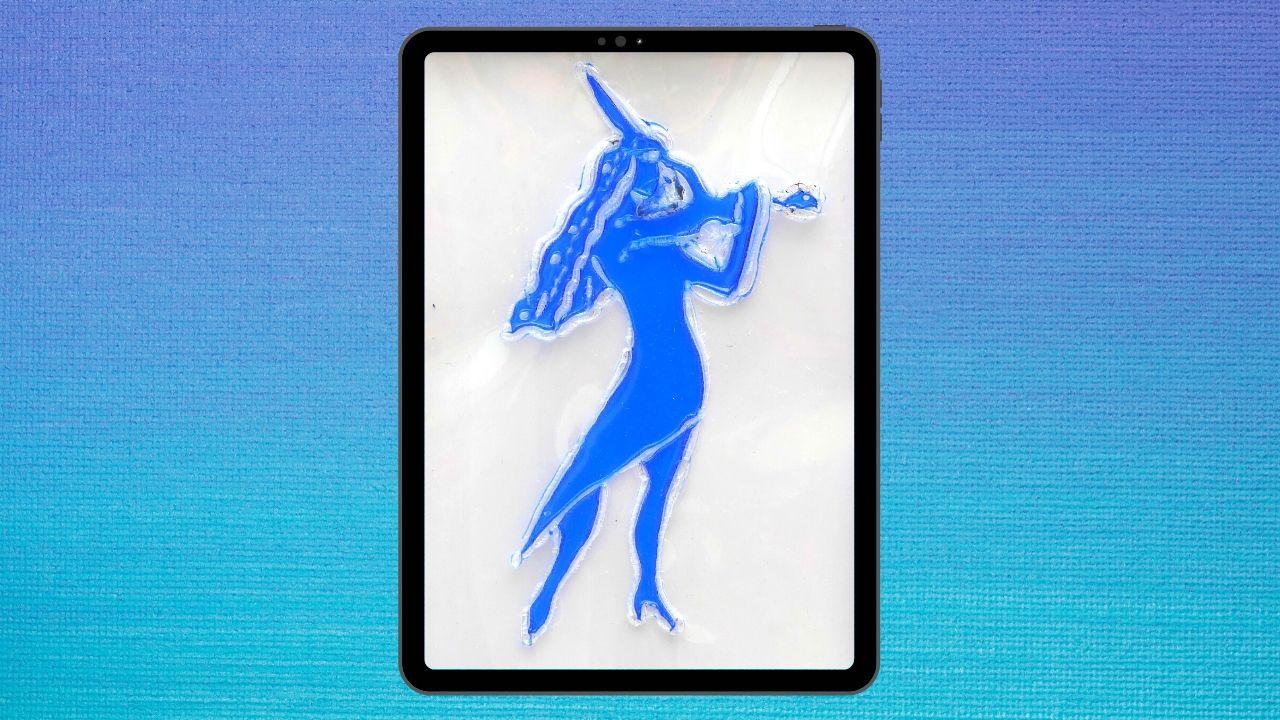 Pirografiado soldado de plástico - La violinista