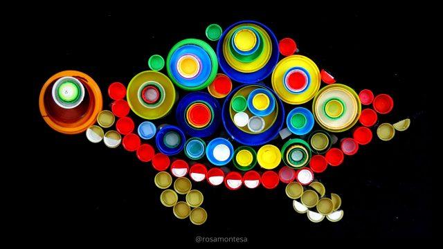 Tortuga con tapones de botellas mosaico recicladocreativo rosamontesa