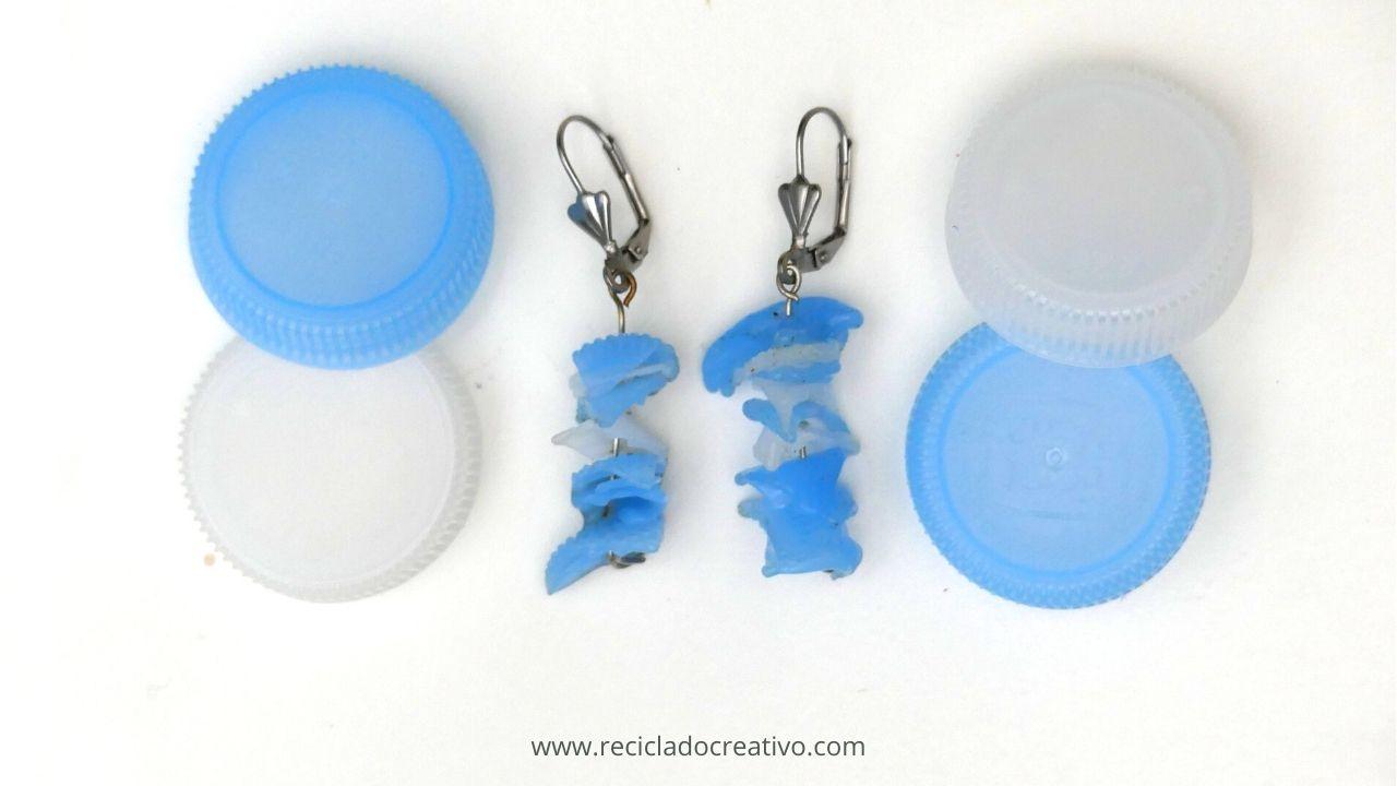 Pendientes con tapones de botellas de plástico