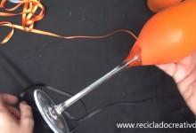 Como convertir una copa en un portavelas-candelabro usando globos