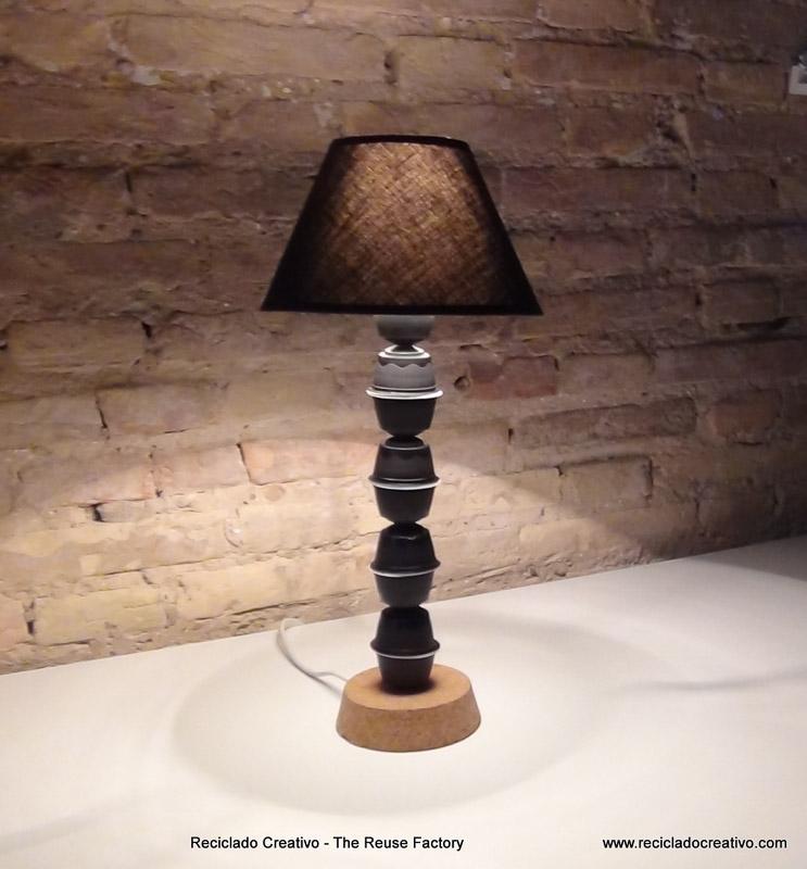 C mo hacer el pie de una lampara de mesa con c psulas de - Como hacer una lampara de pie ...