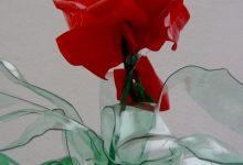 Cómo hacer una flor roja de botellas de plástico pet reciclado How to make plastic flowers with recycled plastic bottles