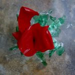 Cómo hacer una flor roja de botellas de plástico pet reciclado How to make plastic flowers with recycled plastic bottles