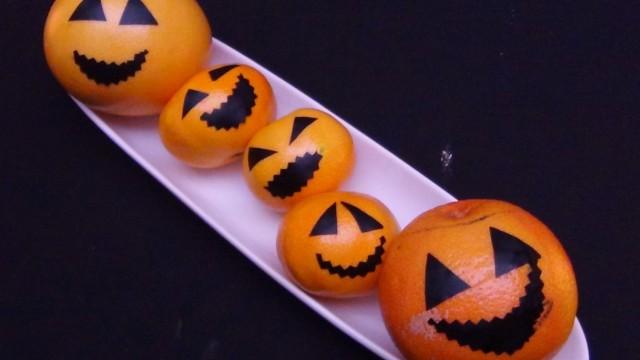 Naranjas, mandarinas y pomelos disfrazados de Calabazas de Halloween