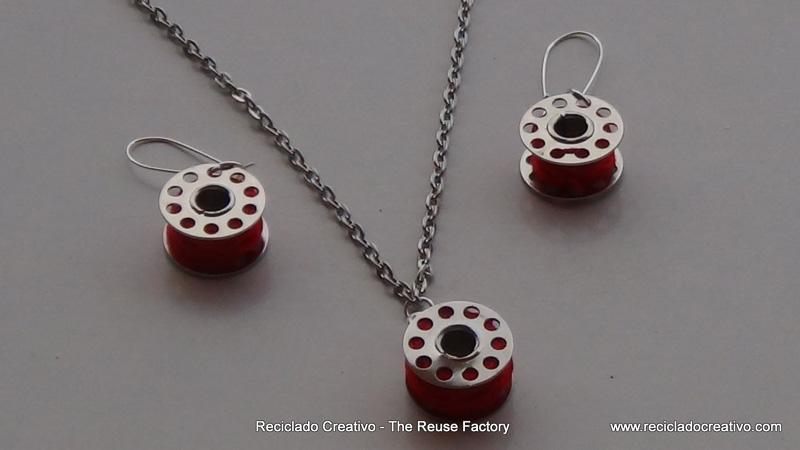 Colgante para collar y pendientes realizados reutilizando carretes de hilo de máquina de coser. How