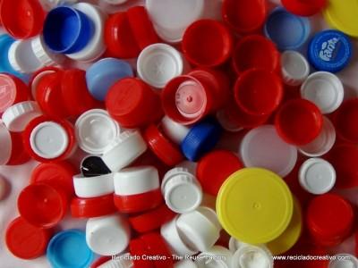 Reciclado de tapones de botellas - una cadena de esperanza - Tapones de botella solidarios - Recycled Bottle Caps - a Chain of Hope