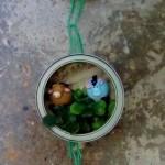 Belén de Navidad colgante realizado con latas de atún recicladas