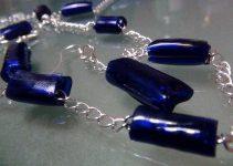 Cuentas para collares de plástico reciclado de color azul. Rosa Montesa. Reciclado Creativo