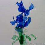 #BlaueBlumen - Flores azules - Blue Flowers @design101 - Blaue Blumen Made with recycled plastic bottles Blue lilies made with recycled plastic bottles Lirios azules realizados reciclando botellas de plástico #BlaueBlumen #design101 Flores azules – Blue Flowers – Blaue Blumen – http://www.youtube.com/watch?v=uQz1RwS_29g
