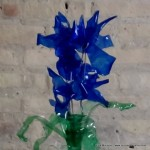 #BlaueBlumen - Flores azules - Blue Flowers @design101 - Blaue Blumen Made with recycled plastic bottles Blue lilies made with recycled plastic bottles Lirios azules realizados reciclando botellas de plástico #BlaueBlumen #design101 Flores azules – Blue Flowers – Blaue Blumen – http://www.youtube.com/watch?v=uQz1RwS_29g
