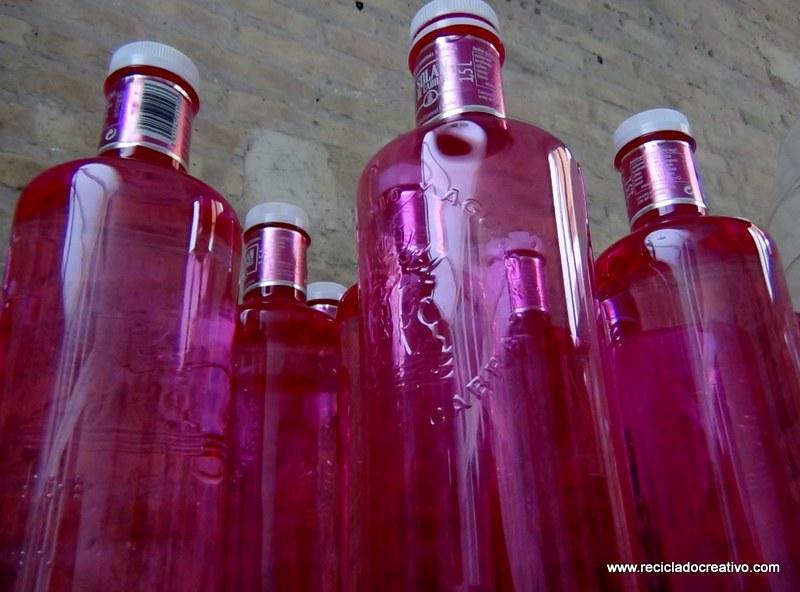 Botellas de plastico #gotasdesolidaridad solandecabras recicladocreativo. rosa montesa