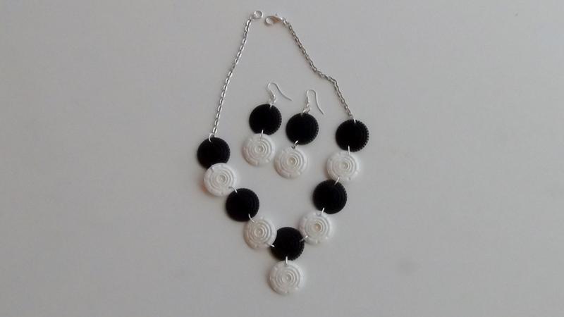 Collar y pendientes realizados con filtros de capsulas de cafe Dolce Gusto , Black and white