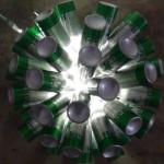 Lámpara realizada con 50 botellas de cerveza. Reciclado Creativo. Rosa Montesa