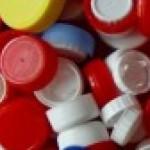 Tapones de botellas de plástico listos para ser reciclados