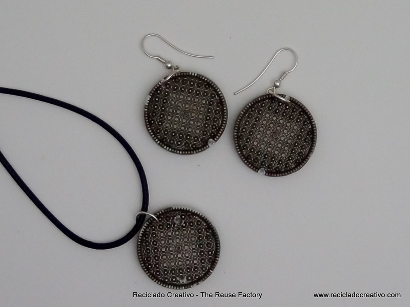 Earrings and a necklace with recycled filters Dolce Gusto Capsules. Pendientes y collares utilizando filtros de capsulas de cafe Dolce Gusto