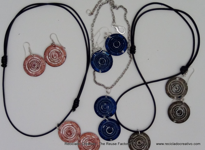 Earings and a Necklaces recycling filters \u2013 Dolce Gusto Coffee Capsules. Pendientes y collares con