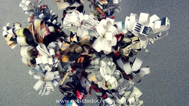 Flores (jacintos) con papel de revistas reciclado RETO CREATIVO