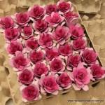 Flores rosas con hueveras de cartón - egg carton flowers