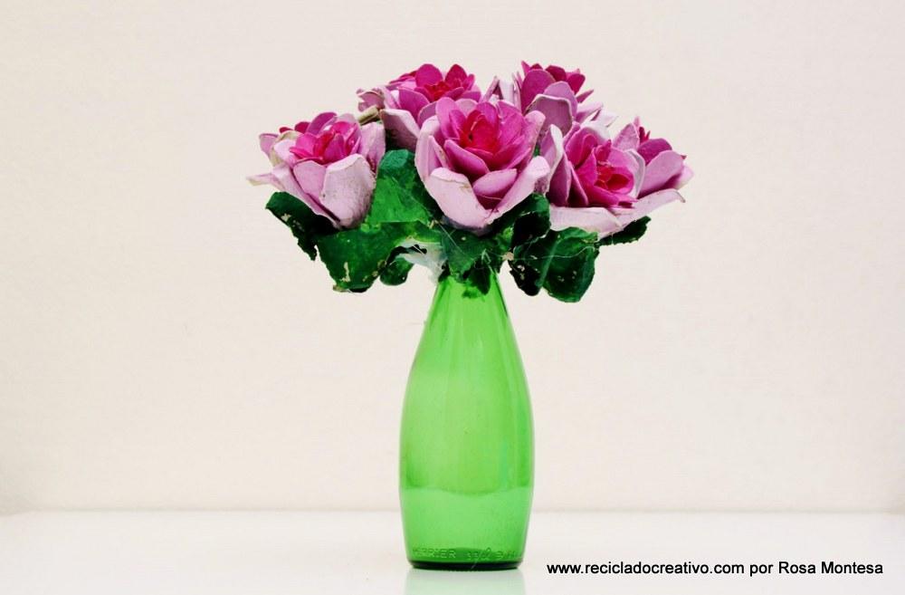 Flores rosas con hueveras de cartón recicladas - egg carton flowers