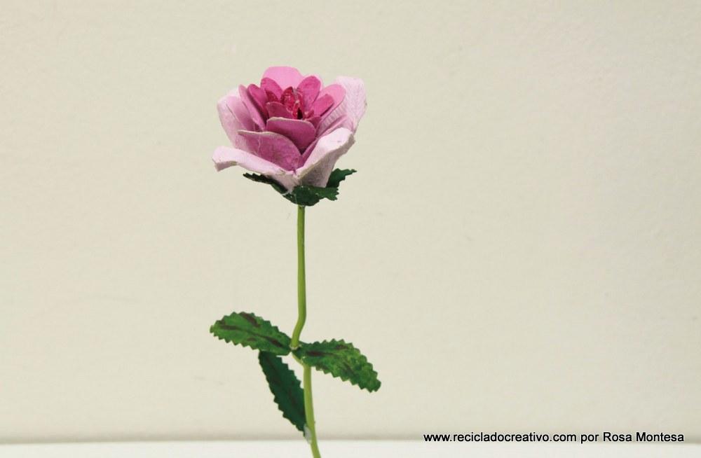 flores rosas con hueveras de carton recicladas egg carton flowers
