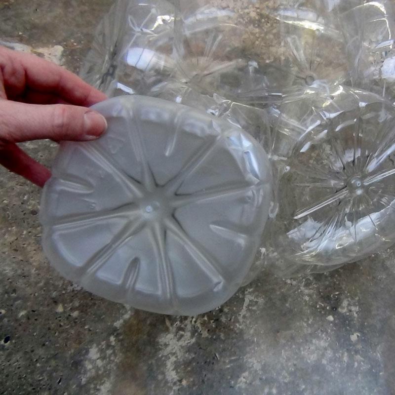 Lámpara con garrafas plástico reciclado -botellas de plástico- Lamps out of recycled plastic bottles