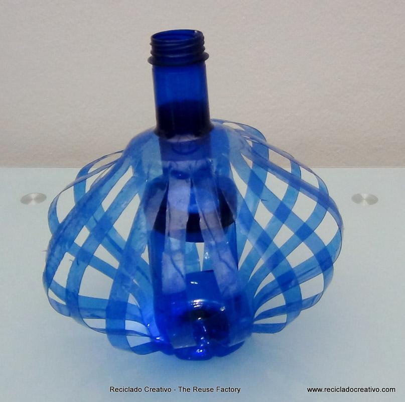 L mpara realizada con dos botellas de pl stico pet azules - Que se puede hacer con botellas de plastico ...