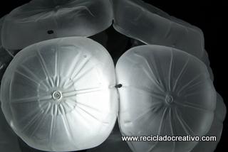Lámpara con garrafas plástico reciclado -botellas de plástico- Lamps out of recycled plastic bottles RecicladoCreativo