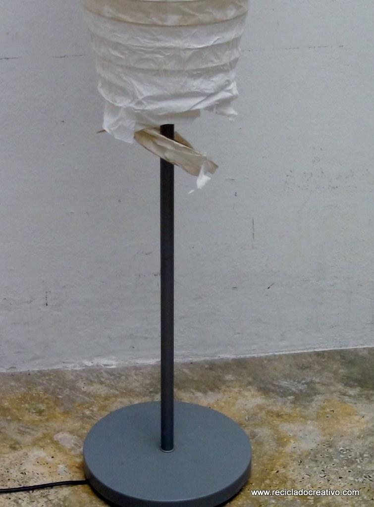 Lámpara de papel rota reciclado creativo