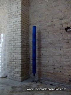 lmparas con botellas de plstico recicladas un palo de escoba un soporte de papel