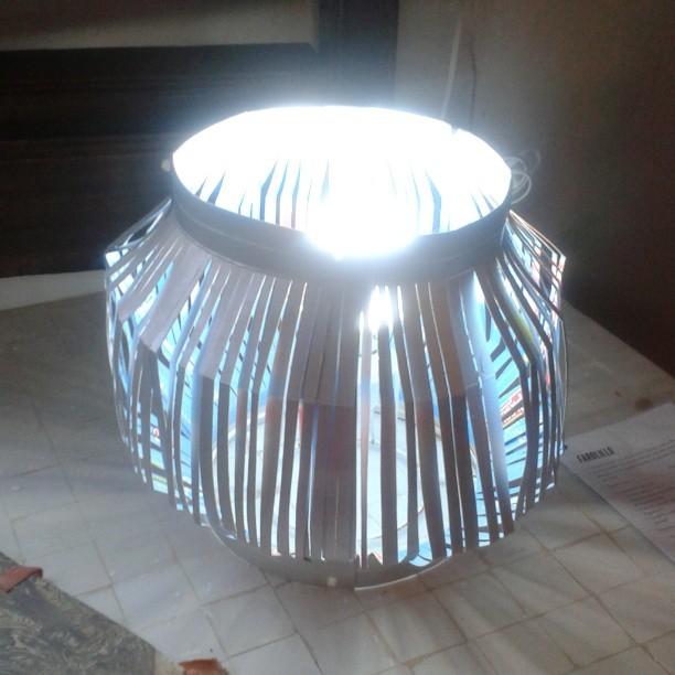 #lámpara farolillo por Mercedes Moreno Sanchez Exposició #rehogar Solucions per a l'habitat a partir de residus #reciclado #reciclaje #reused #r