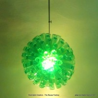 Lámpara realizada con 125 botellas de plástico recicladas - Lamp made with 125 recycled plastic bottles http://youtu.be/lwt43vjl2fs