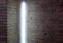 Còmo realizar una lámpara con botellas de plástico recicladas y un pie de lámpara con un palo de escoba y un soporte de papel de cocina