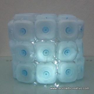 Cómo realizar una lámpara reciclando 45 botellas de plástico pequeñas - Lamp made out of 45 recycled plastic bottles Reciclado Creativo Rosa Montesa