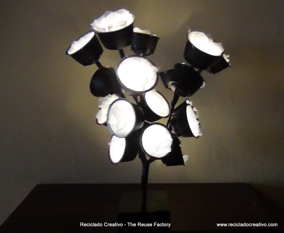 Capsulas-de-cafe-Dolce-Gusto.-Lamps-made-recycling-coffee-capsules