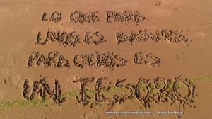 Lo que para unos es basura, para otros es un tesoro Frases de Reciclado Creativo en la arena  (2)
